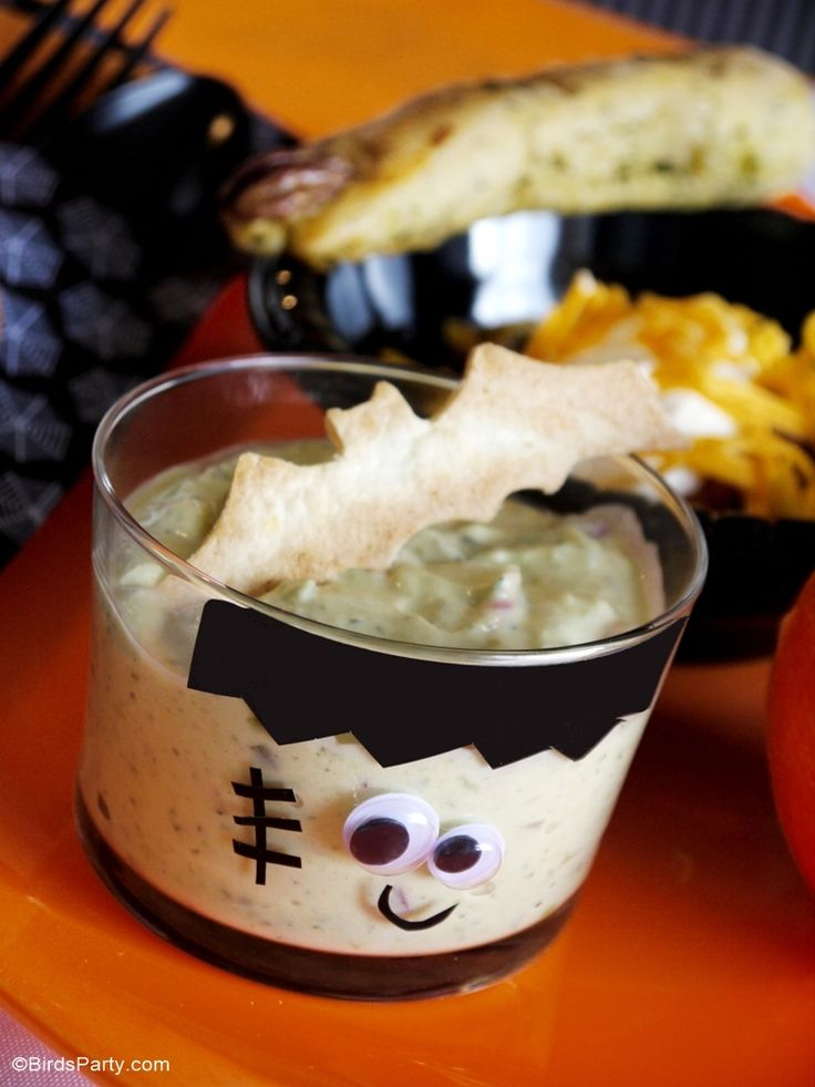 Halloween Frankentein Guacamole for a Chili Buffet, perfect for a family dinner before going out trick or treating or a Haloween party | BirdsParty.com @boirdsparty
