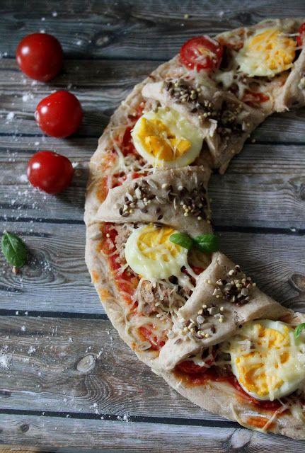 Une pipelette en cuisine: Pizza Soleil {thon, œufs durs, tomates}