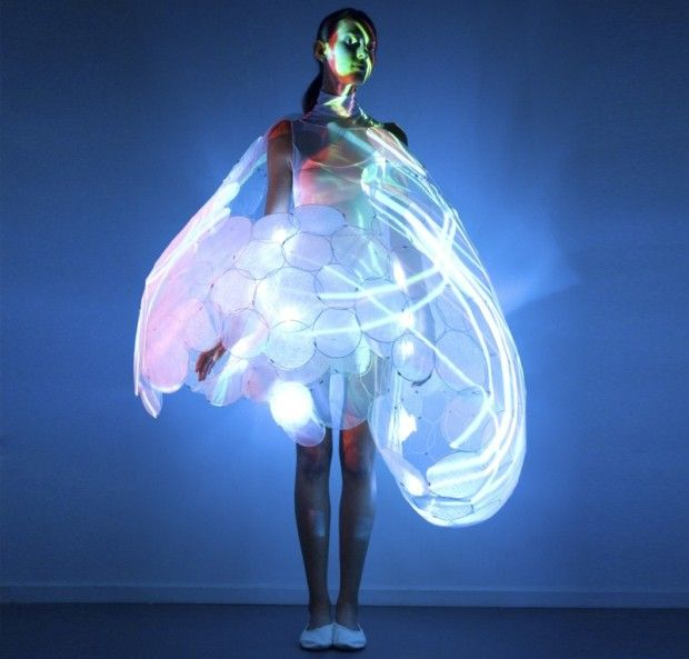 Strange Tech Fashion - TechnoSensual: Crazy catwalk of future fashion (pictures)