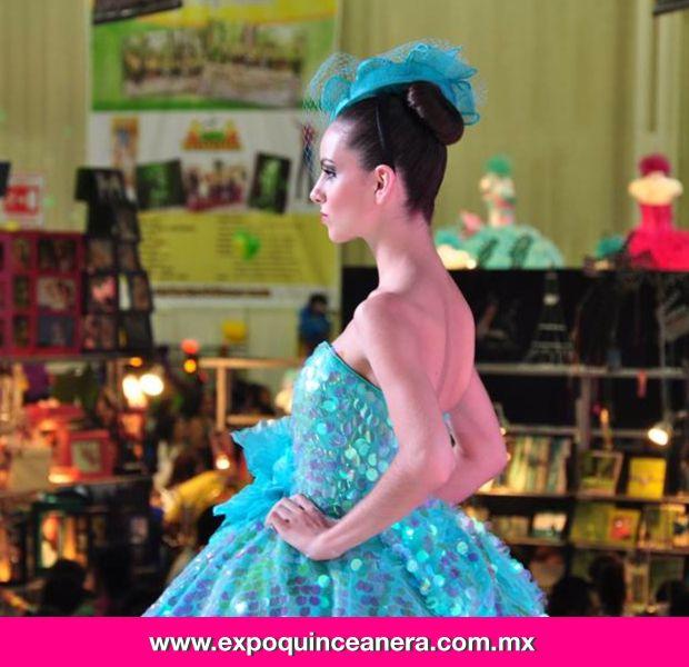 Pasarela de vestidos en Expo quinceañera