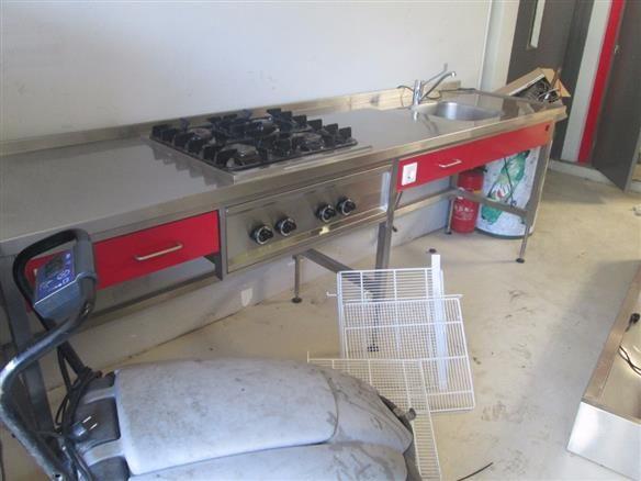 Optie 1: Werkblad kookschool (b379 x d70) met eronder losse oven, afwasmachine en tegen r. wand 2x3 standaard keukenkastjes