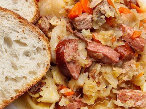 Bigos – polnischer Krauttopf    Bigos ist das polnische Nationalgericht.    Kraut auf Lecker. Das polnische Original brauch sehr viel mehr Kochzeit. Unser polnisches Kindermädchen war trotzdem begeistert.    http://einfach-schnell-gesund-kochen.de/bigos-polnischer-krauttopf/