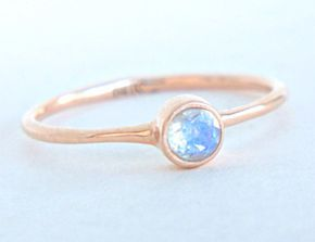 Dieser süße, zierliche Ring ist eine 100% handgemachte Schöpfung. Wird ein schöner Verlobungsring sein, versprechen Ring oder jeden Tag.  **PRODUKTBESCHREIBUNG:**  Metall: Gold 14k (585) Weiß,...