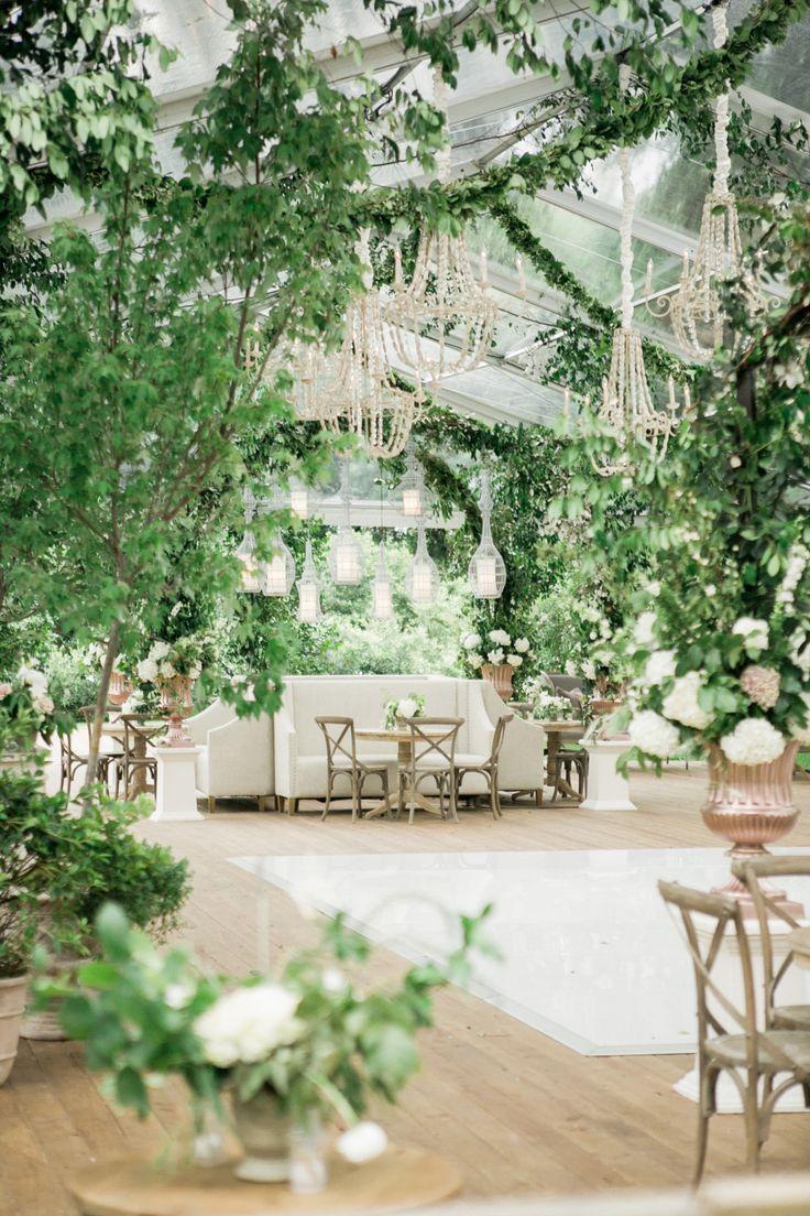 Photography: Kelli Elizabeth - kellidurham.com Venue: Houston Oaks Country Club - www.houstonoaks.com/   Read More on SMP: http://www.stylemepretty.com/2016/01/28/houston-oaks-country-club-wedding/