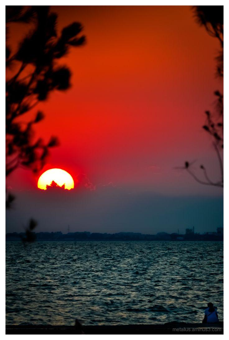 Thessaloniki sunset, Greece (by Panagiotis Metallinos)