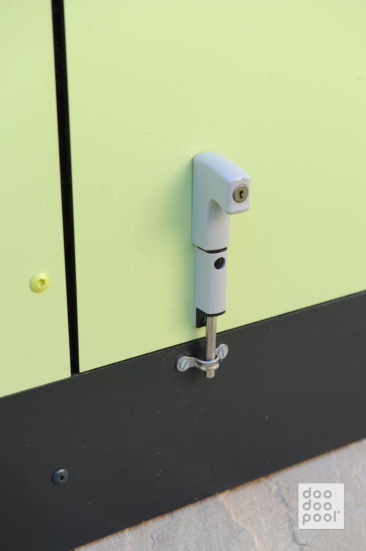 Doodoopool Lu0027Ultra Compact Piscine | Détail Du Système De Fermeture à Clef  Du Local