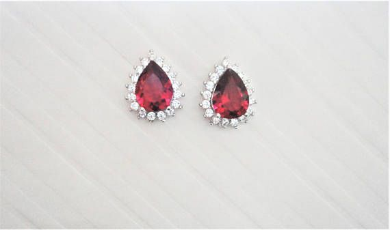 Drop/Pear cut lab Ruby with Clear/White round cut natural