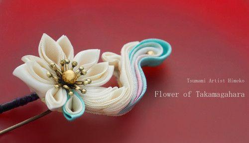 Japanese hair accessory for kimono by Himeko つまみ細工「木花咲耶姫 (Konohanasakuya Hime)」 This is a Japanese traditional crafts that use the silk, is a hair ornament and Accessories was designed flowers. ●silkartHIMEKO facebookpage https://ja-jp.facebook.com/himekosilkart ●silkart HIMEKO URL http://www.himeko-silkart.com/ #tsumami #japan #handmade #art #craft #pretty #cute #hairaccessories #DIY #flowers #silk #kanzashi