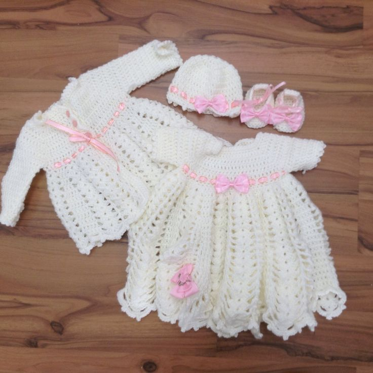 Gorgeous little gown for the little girl of the family. This would be perfect for a special occasion such as christening/baptism or wedding. The gown is made for the 3 month up age. Drop over to my store for this and more baby clothes/ gifts