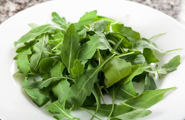 La rucola, detta anche rugola o rughetta, è una pianta erbacea dal particolare sapore piccante e dalle spiccate proprietà digestivee terapeutiche.Dal punto di vista nutrizionale è ricca di sa