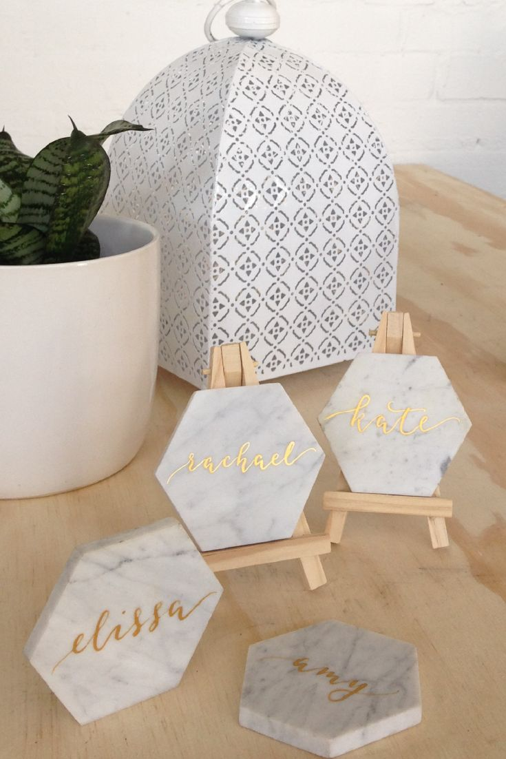 ELEGANT EVENT | Carrara marble tiles with gold calligraphy