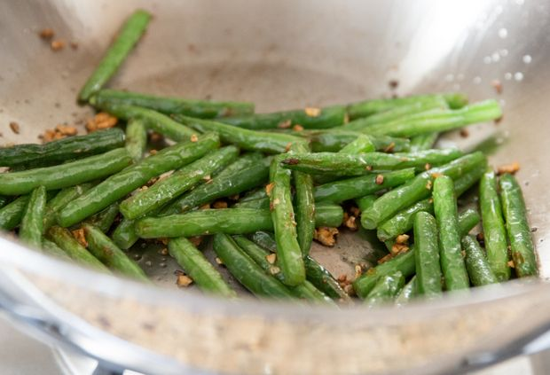 These crispy green beans are loaded with garlic flavor. It's a popular dish at Chinese restaurants, which you can make in your own home. We've been obsessed with garlic green beans recently. After our most recent taste of themfrom the famous Din Tai Fung, I found myself taking a closer examination of the dish. When …