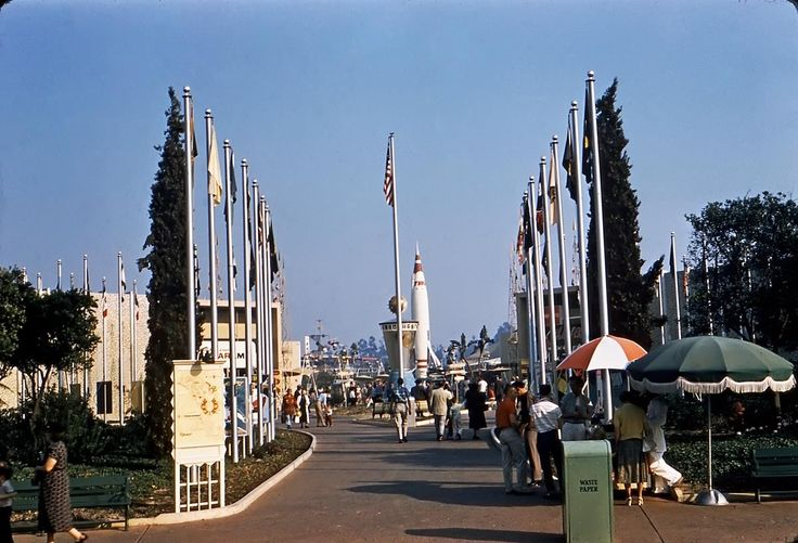 Out of the whole park, vintage Tomorrowland is what I want back! Even though I never got to see most of it.