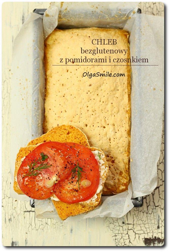 Chleb bezglutenowy z pomidorami i czosnkiem