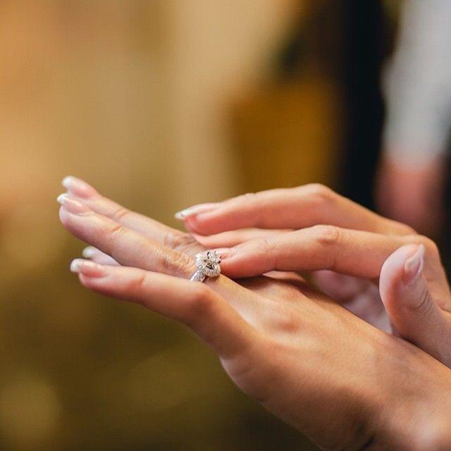 Focul pietrei vibrează cu focul tău interior, fiecare vorbindu-i celuilalt în cuvinte care îți însuflețesc zilele.|#iubeste #bijuterii #sabion #aur #alb #diamante #foc #live #love #life #fire #jewelry #jewelrylover #white #diamond #ring|Bijuterii cu suflet manufacturate în România.|