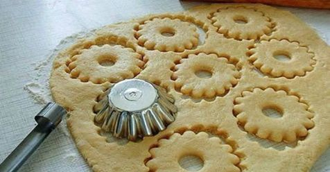 Tie najjemnejšie Vianočné maslové sušienky pripravené len zo 4 ingrediencií! Chutia lepšie než čokoľvek iné