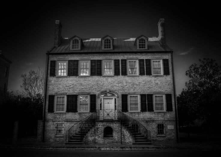 photo gallery of haunted places | photograph of the Davenport House in Savannah Georgia. The Davenport ...