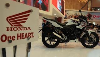 Honda Teralis CB150RSeperti yang sudah diutarakan sebelumnya, Honda akan segera mengeluarkan motor terbarunya Honda Teralis. Motor ini nantinya akan berada dikelas antara Honda Megapro dan Honda Tiger. Honda Teralis akan didesain naked bike untuk mempersegar model varian motor Honda. Tak lupa juga,