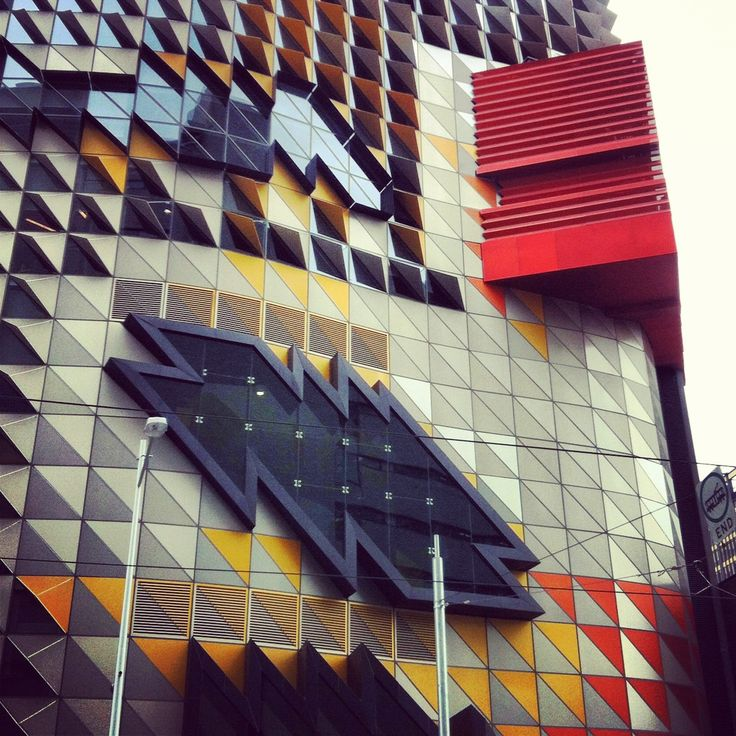 Exterior, Swanston Academic Building (Building 80), RMIT, Melbourne. Photo by Danling Xiao, The Flying Room.