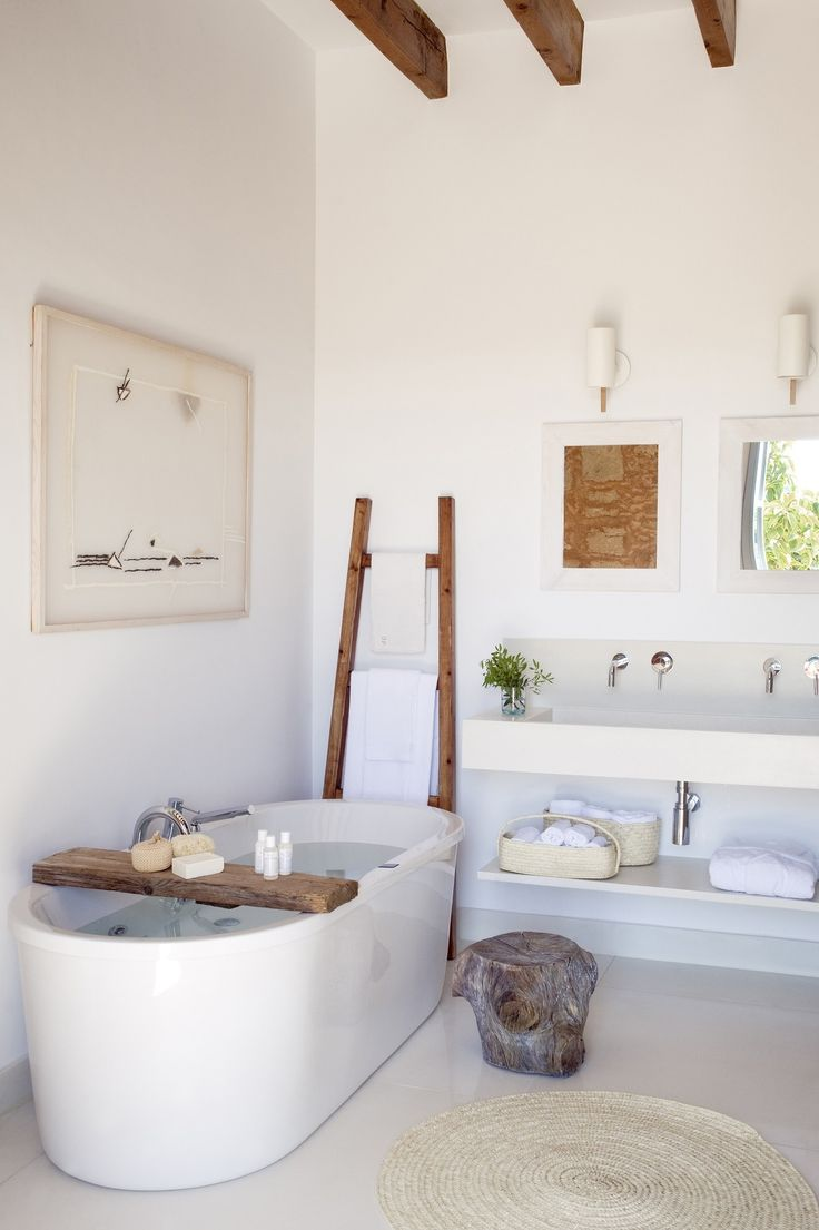 Bring some nature into the bathroom a truly calming experience... Lovely idea to use a piece of wood for storage in the bath + the wooden ladder as a towel rack!