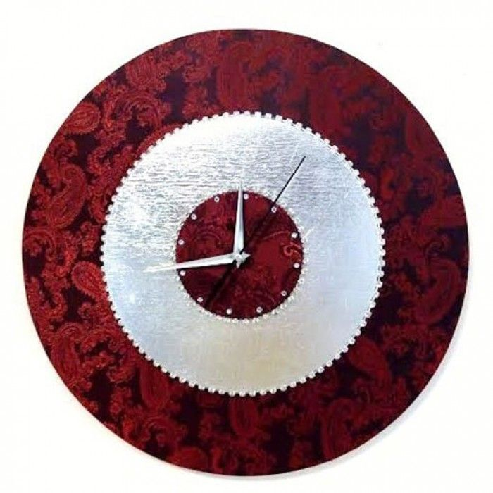 Διακοσμητικό χειροποίητο ρολόι τοίχου με ύφασμα μποκάρ λαχούρι κόκκινο, φύλλο ασημί, κρύσταλλα ASFOUR σε μεταλλική αλυσίδα, μεταλλικούς δείκτες και αθόρυβο μηχανισμό. Διάμετρος 45cm ή 60cm
