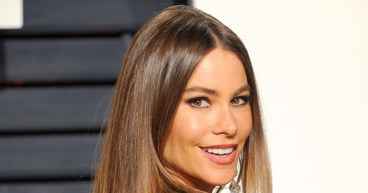 """Stylish fangirls over what Sofia Vergara's calls her """"very voluptuous"""" body and her top hair and makeup looks"""