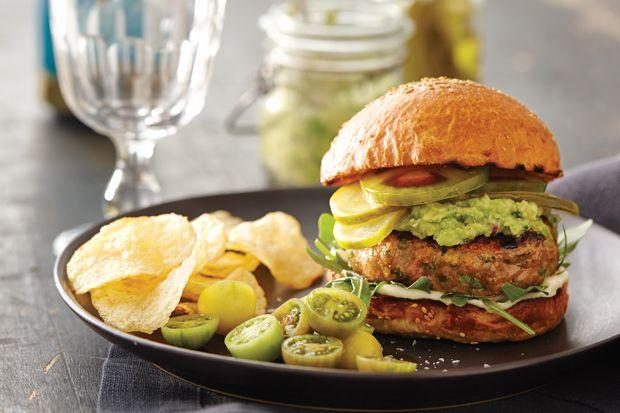 Hamburgers de poulet au guacamole aux herbes