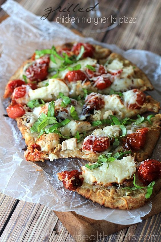A healthy meal made in 30 minutes! Grilled Chicken Margherita Pizza with roasted cherry tomatoes, fresh basil and naan bread! | www.joyfulhealthyeats.com #recipes