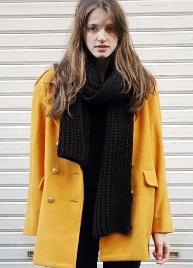 봄의 컬러 노랑 이네요  루즈한자켓을 입어  보이쉬한 느낌나는 스트릿패션!!