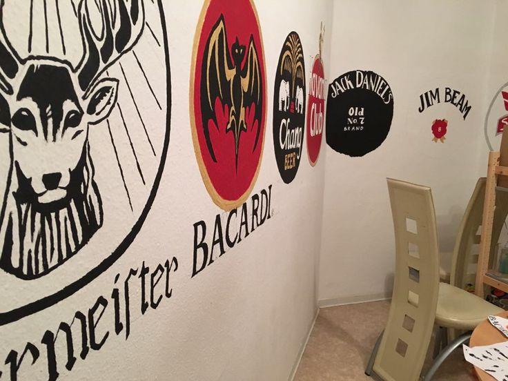 Logowand gestalten! Lieblingsmarken selber an die Wand malen