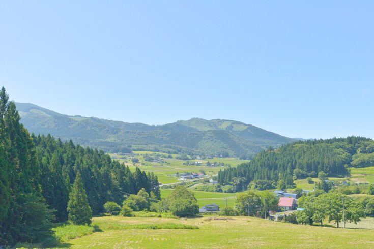 里山と呼ばれる、山に囲まれた暮らしを営む、岩手県遠野市。そもそもこの地域はどういうエリアなのかを、遠野市立博物館館長の小向孝子さんにお伺いしました。
