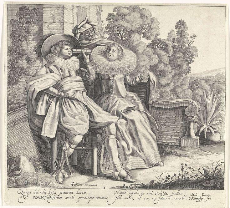 Cornelis van Kittensteyn | Visus / Het Gezicht, Cornelis van Kittensteyn, Claes Jansz. Visscher (II), 1620 - 1652 | In een heuvellandschap bij de ruïne van een huis zit een elegant paar met verrekijker, gekleed volgens de mode van ca. 1620. De man kijkt door de verrekijker naar de vrouw die een japon en een brede molensteenkraag draagt en naar de lucht kijkt. Achter het elegante paar staat een narachtig figuur met een knijpbril op zijn neus. Onder de afbeelding twee kolommen met Latijnse…