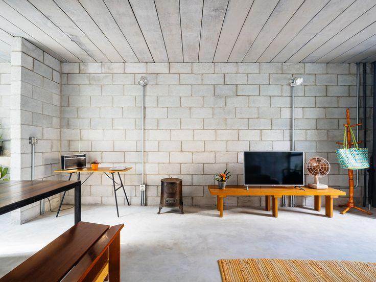 """""""A parede eu até acho bonitinha, mas esse chão dá a impressão que é sujo"""", disse a dona da casa."""