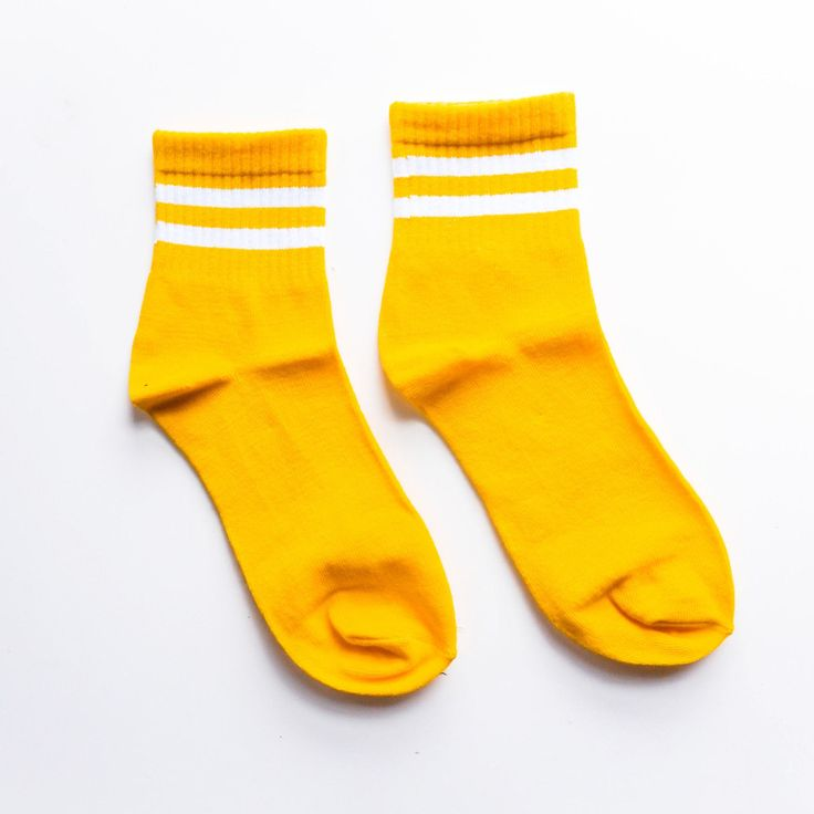 This Yellow Gym Standard Sock is a classic piece that you should own right now. It says comfort allover all thanks to its soft and well-ventilated quality material plus its cu