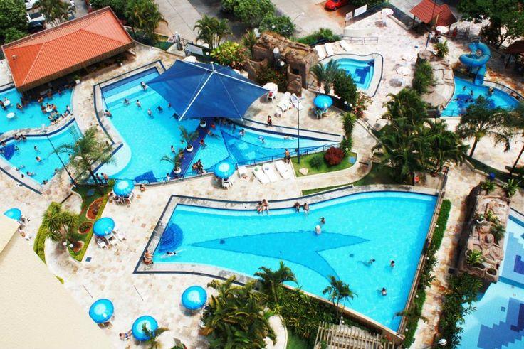 O Ecologic Park conta com uma infraestrutura de lazer completa que contempla:  - 10 piscinas (6 thermais com temperatura em torno de 38° e 4 piscinas de água fria) - toboágua infantil - bar molhado - sauna - restaurante - churrasqueiras - lanchonete - salão de jogos - trilha ecológica - quadra de areia - campo de futebol - interne