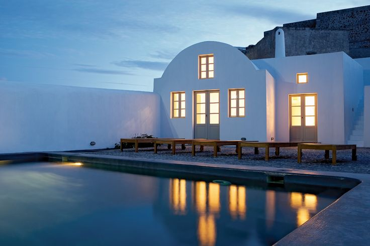 Old Winery in Santorini island | a traditional winery was converted into a modern vacation house | vaults, arches, thick walls, small windows | combination of local and modern characteristics  #architecture #interior_design #summerhouse #ek_magazine