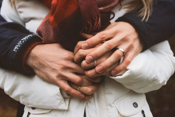 Rings |Hands | Couple | Love | Engagement shot | Elopement shot |Kihlakuvaus | Kihlajaiskuvaus | Jere Satamo