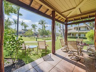 WIFI, family friendly, next to pool, minutes to private beach, discount golf,BBQ