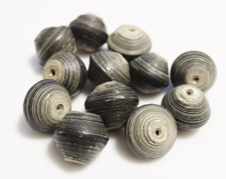 12 grote Afrikaanse papieren parels, rustieke kralen, Eco sieraden cartridge (l116) door ColorSquare op Etsy https://www.etsy.com/nl/listing/250135182/12-grote-afrikaanse-papieren-parels