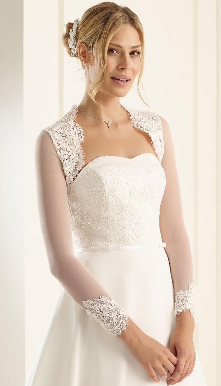 Our bolero E216 as perfect detail to compliete vintage wedding look! #biancoevento #biancobride #boleros #wedding #weddingideas #vintagewedding #bridalaccessories #bridalfashion