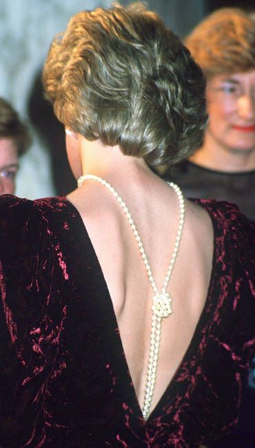 Princess Diana: Long Strands, Princesses Diana Jewelry, London Premier, Diana Princesses, Pearls Jewelry, Princesses Of Wales, Diana Wear, Open Back, Crushes Velvet