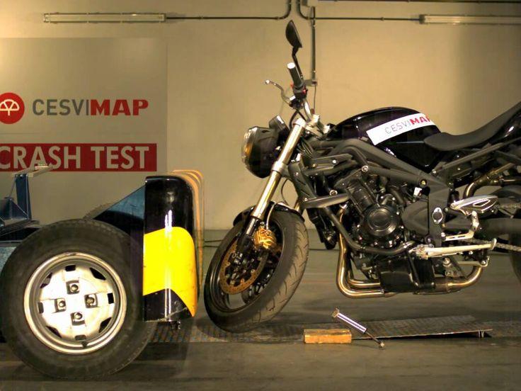 #CrashTest #motocicleta #Triumph Street Triple en #CESVIMAP