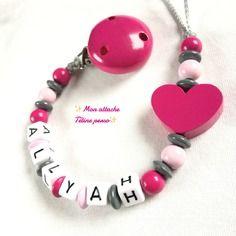 Attache tétine personnalisée perles en bois ~ modèle coeur fuschia rose clair gris