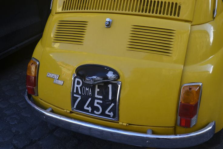 Vintage #Fiat500 in the streets of #Rome.