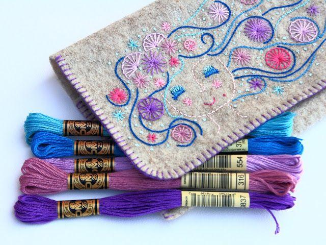 El blog de Dmc: Tutorial: Cartera de mano de fieltro bordada