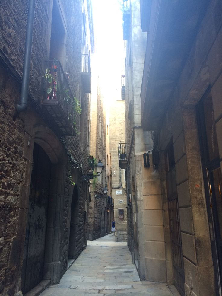 We got so extremely lost in these beautiful but narrow streets. I cannot wait to visit this gorgeous city again