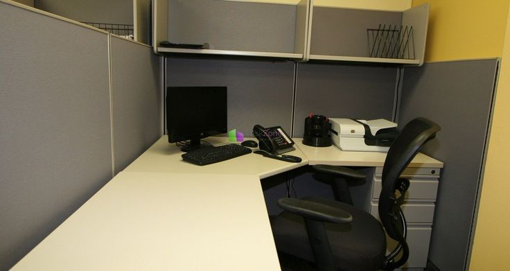 462 7th Avenue 1 Desk Available -   Nice desk available in an accounting firm. Great location near Penn Station, Port Authority and Grand Central.  Price: $ 490 per desk.   More details and photos here: http://deskzone.com/properties/462-7th-avenue-1-desk-available/