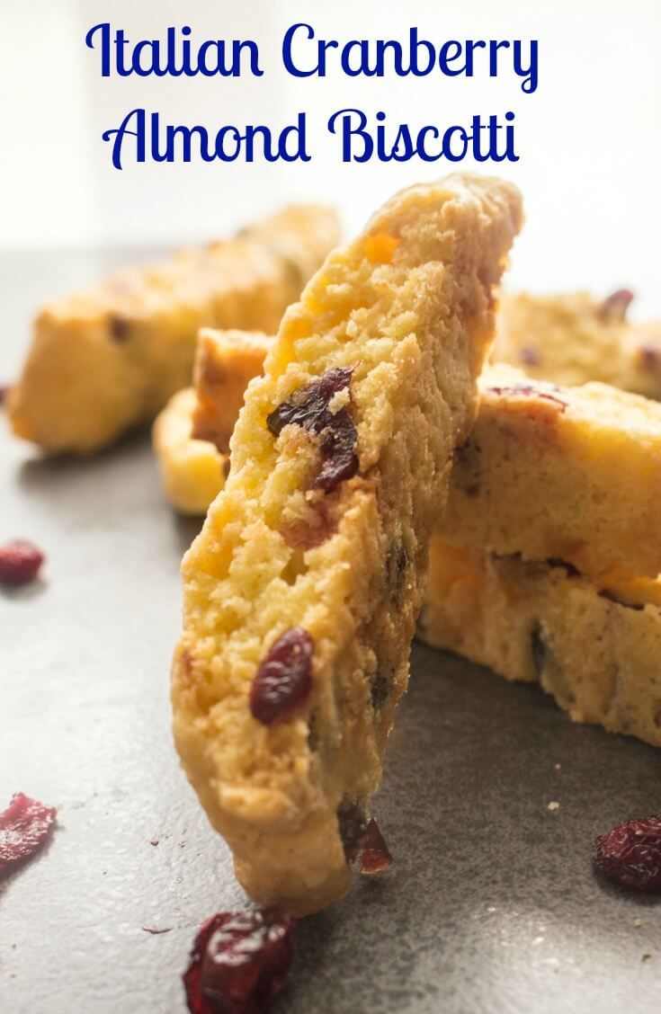 Italian Cranberry Almond Biscotti, a traditional Italian Christmas Cookie,fast,easy,yummy & crunchy. Cranberries,almonds and chocolate chips. via @https://it.pinterest.com/Italianinkitchn/