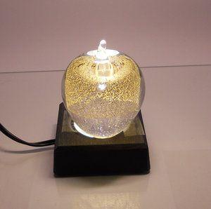 Clear Gold Äpple, Small med LED Belysning som lyser upp 24 K Guldet och framhäver det. LED Lamporna finns i många olika material och storleken finns för att passa olika standardmått i kristall.