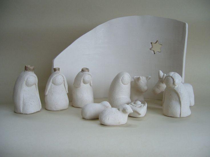 Crèche de Noël en terre cuite blanche, santons stylisés